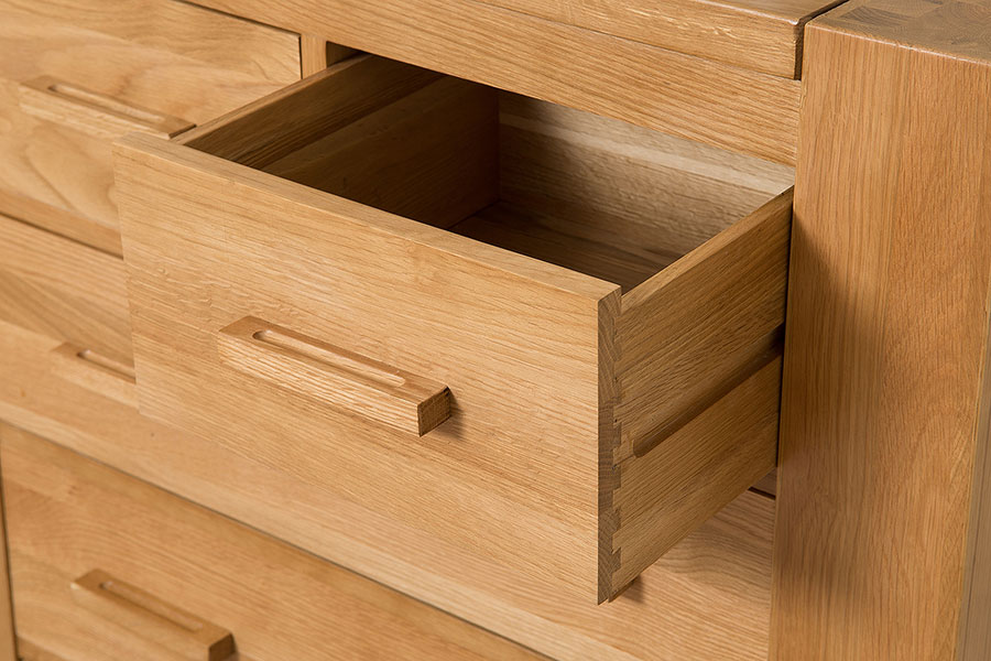 Kuba chunky solid oak wood drawer chest of drawers